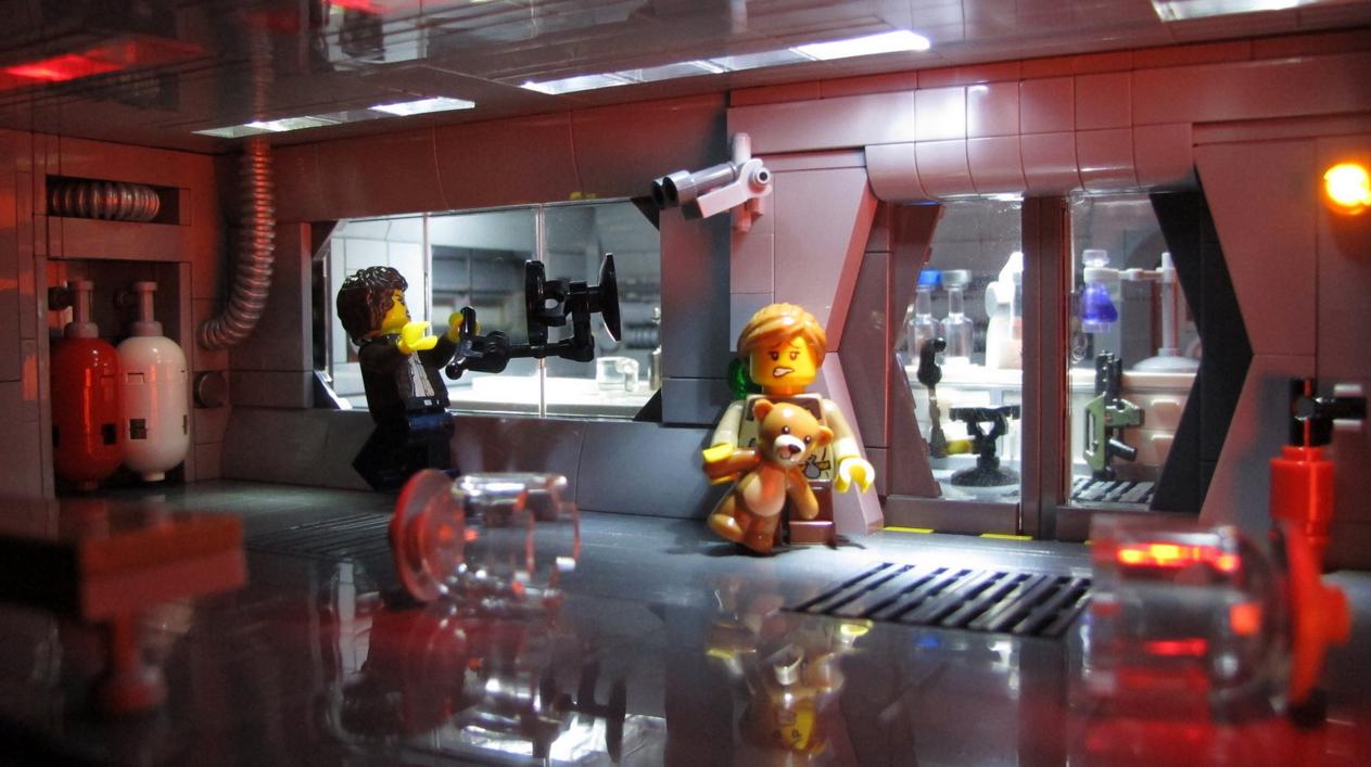 """Lego Aliens """"Ripley. Break the glass, break it!"""""""