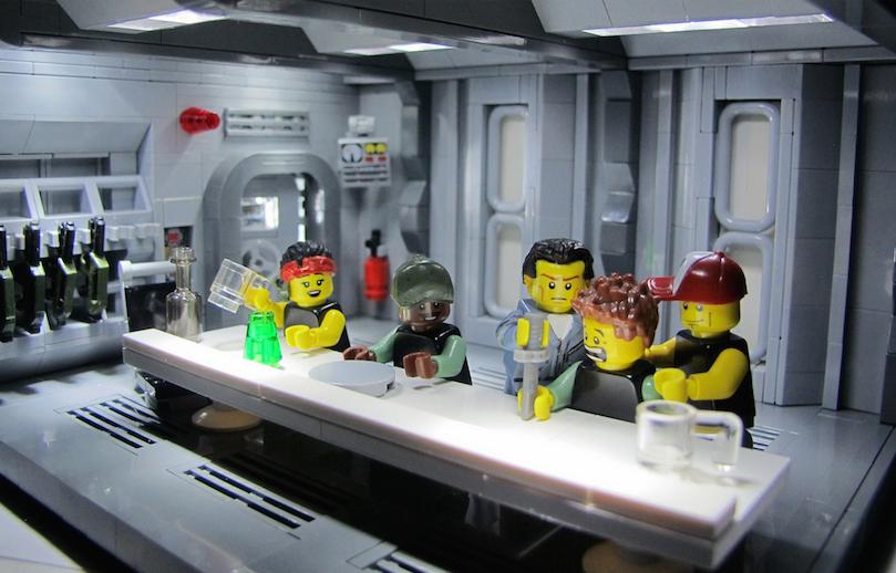 Lego Aliens Knife Trick