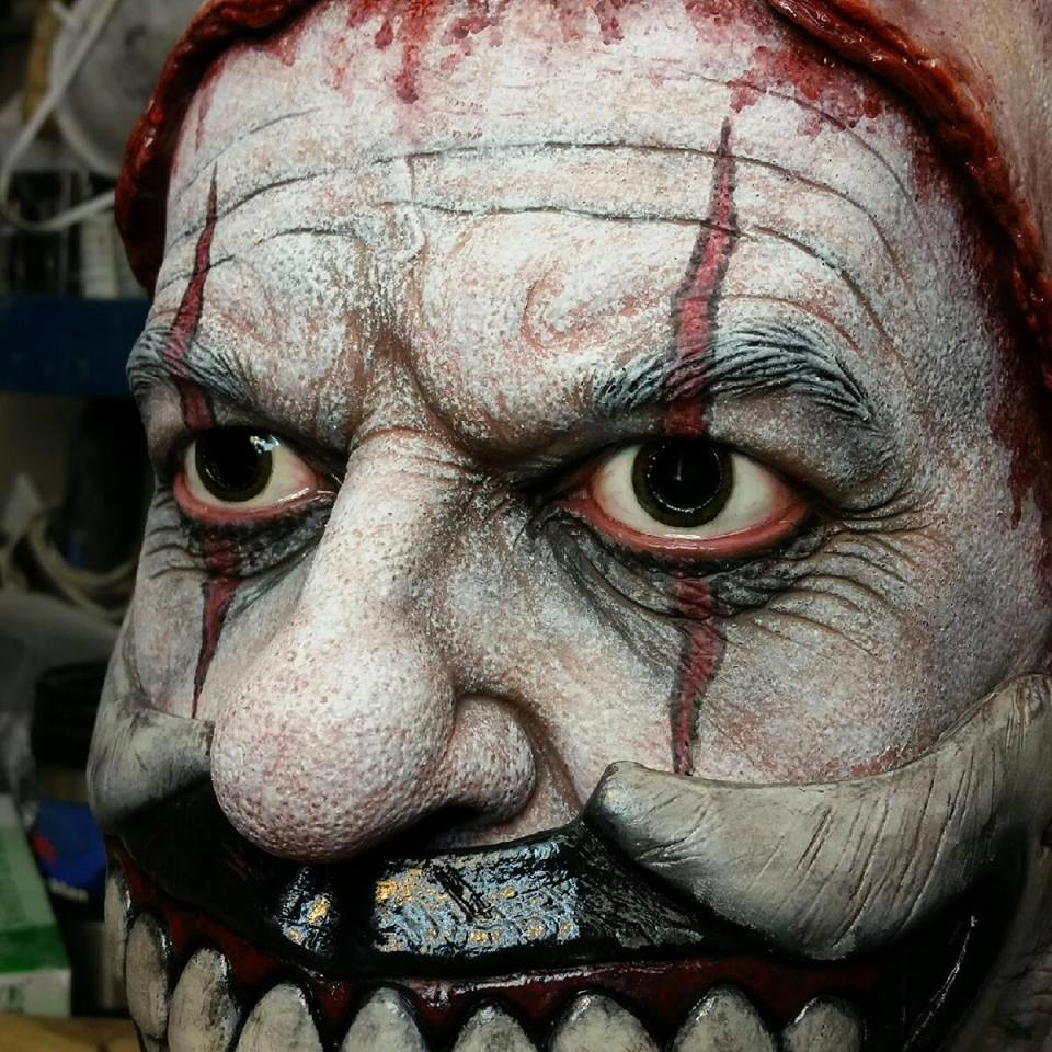Twisty clown mask